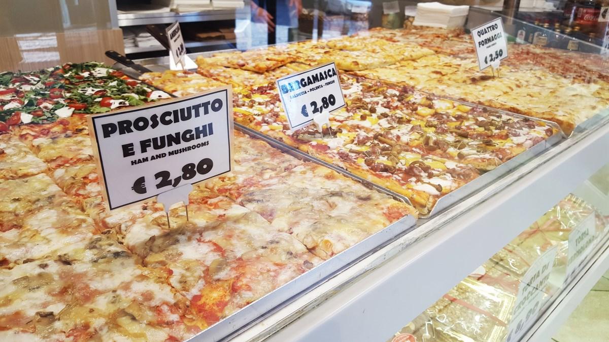 Pizzerka. Starówka w Bergamo.